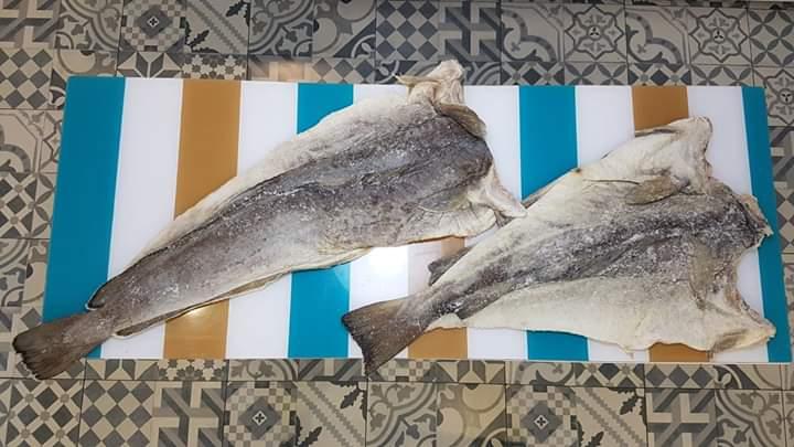 Piezas completas de maruca y bacalao en salazón